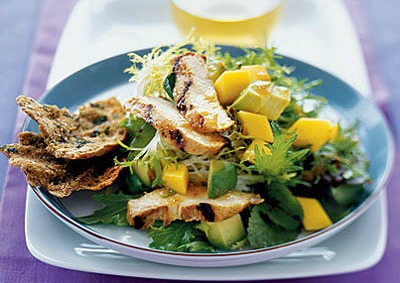 grilled-chicken-salad-with-mango