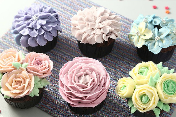 korean-buttercream-flower-cupcake